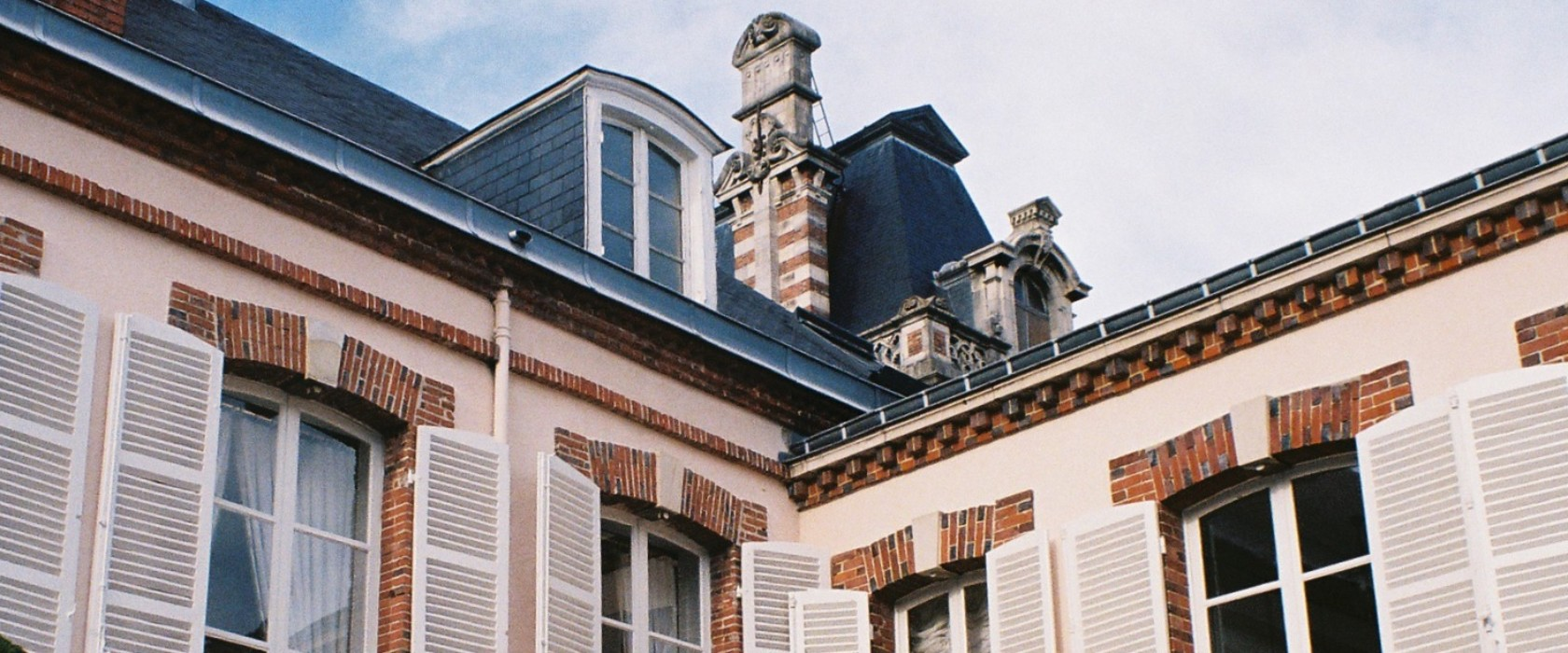 belle facade maison iu33 montrealeast. Black Bedroom Furniture Sets. Home Design Ideas