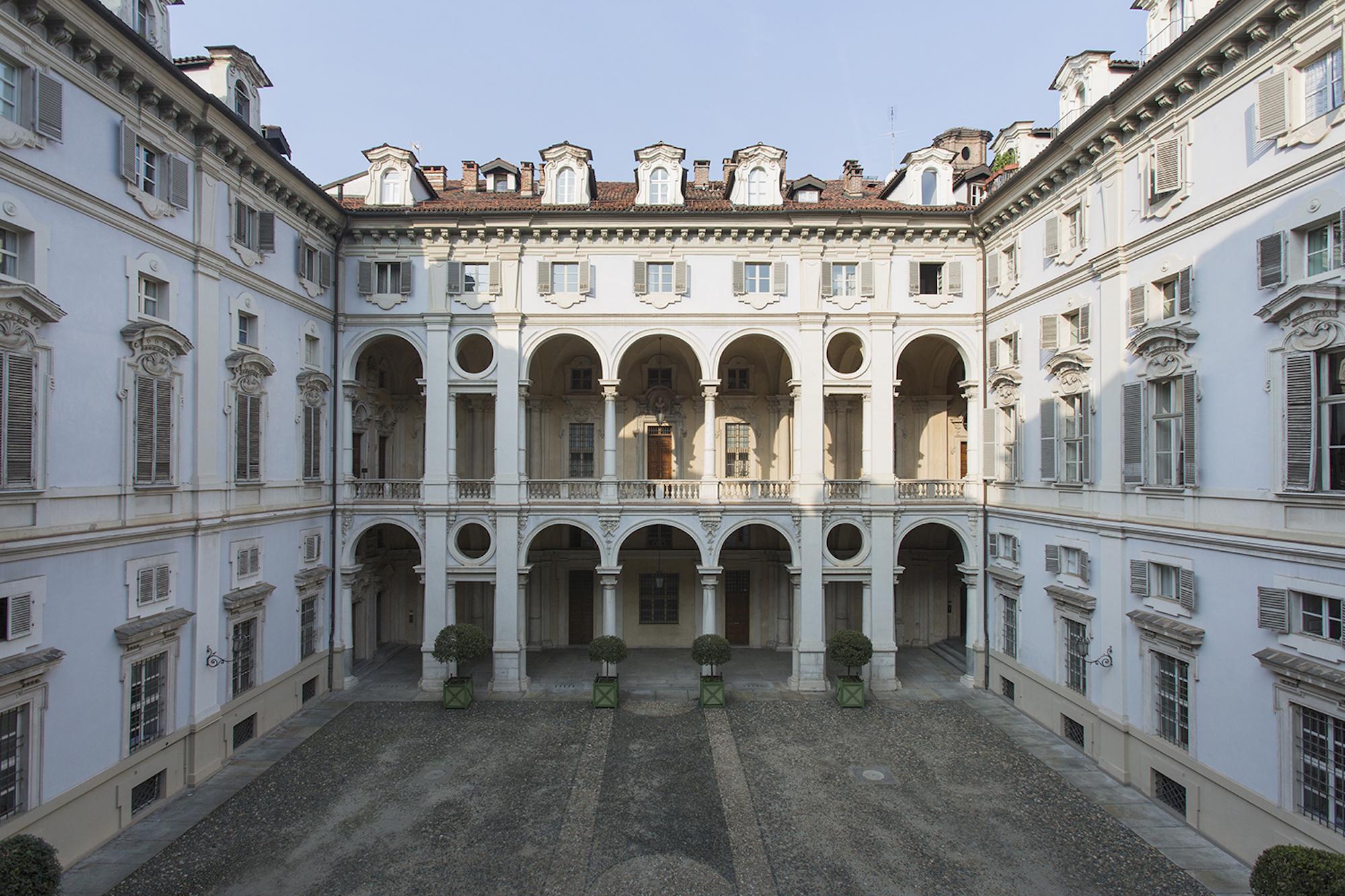 DAMA_courtyard